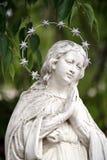 祈祷的天使雕象 图库摄影