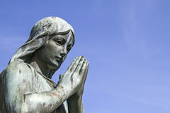 祈祷的天使 免版税库存照片
