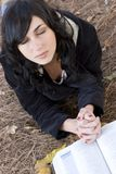 祈祷的妇女 图库摄影