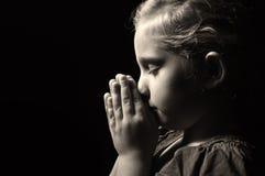 祈祷的子项。 库存图片