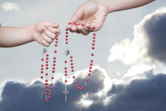 祈祷的念珠 库存图片