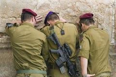 祈祷的战士 免版税库存照片