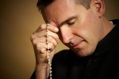 祈祷的教士 免版税库存图片