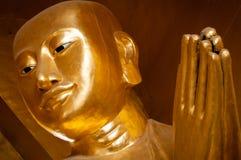 祈祷的金黄菩萨的特写镜头 库存照片