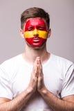 祈祷西班牙 西班牙足球迷为比赛西班牙国家队祈祷 免版税图库摄影