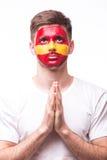祈祷西班牙 西班牙足球迷为比赛西班牙国家队祈祷 库存图片