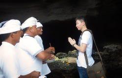 祈祷巴厘岛海岛仪式  库存照片