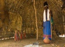 祖先小屋的肯尼亚Giriama僧人  免版税图库摄影