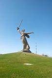 祖国电话在Mamayev库尔干 图库摄影