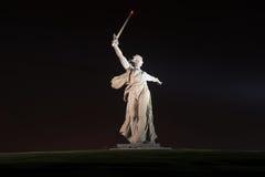 祖国电话的纪念碑在Mamayev库尔干 免版税库存图片