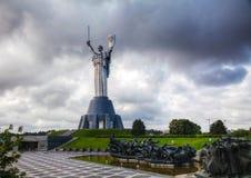 祖国纪念碑的母亲在基辅,乌克兰 免版税库存图片