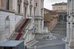 祖国阿尔塔雷della Patria的法坛,叫作国家历史文物对胜者伊曼纽尔II或II Vittoriano在日落 Piaz 免版税库存图片