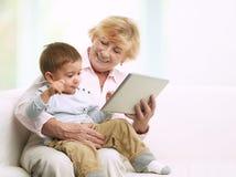 祖母和她的孙子 免版税库存图片