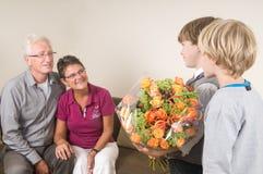 祖母和爷爷的花 库存图片