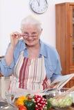 祖母烹调 免版税库存照片