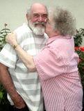 祖母祖父亲吻 图库摄影
