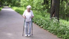祖母走与北欧拐杖老灰色 影视素材