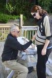 祖父握他怀孕的孙女腹部 库存图片