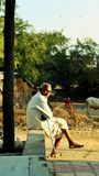 祖父等待的公共汽车,印度 库存照片