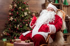 祝贺与新年的快乐的圣诞老人 免版税图库摄影
