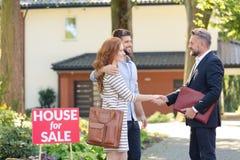 祝贺买的房子的卖主 免版税库存图片