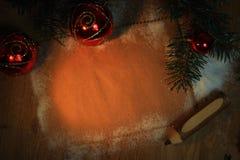 祝贺和铅笔的空白纸在木背景 免版税库存图片