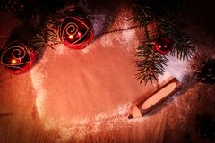 祝贺和铅笔的空白纸在木背景 库存照片