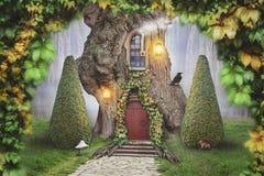 神仙的树上小屋在幻想森林里 免版税图库摄影