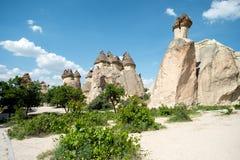神仙的烟囱 城市的看法在卡帕多细亚 免版税图库摄影