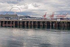 神仙的轮子、口岸、起重机和码头 免版税库存照片