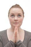 神哦请祈祷的妇女年轻人 免版税库存照片
