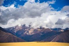 神圣的谷的膨胀的看法,从Pisac印加人站点,主要旅行目的地在库斯科地区,秘鲁的秘鲁 严重的天空 免版税库存图片