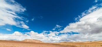 神圣的谷的膨胀的看法,从Pisac印加人站点,主要旅行目的地在库斯科地区,秘鲁的秘鲁 严重的天空 库存照片