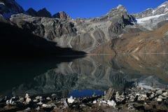 神圣gokyo的湖 免版税库存图片