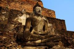神坐的雕象sukhothai泰国 库存图片