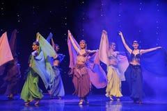 神奇东方妇女土耳其腹部舞蹈这奥地利的世界舞蹈 免版税库存照片