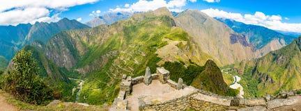 神奇城市-马丘比丘,秘鲁,南美全景。印加废墟和大阳台。 免版税库存照片
