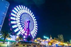 神户,日本- 2016年11月20日:在马赛克购物的m附近的弗累斯大转轮 库存照片