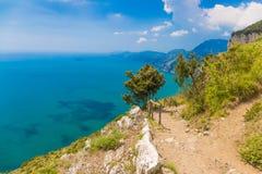 从神的道路,阿马飞海岸, Campagnia地区,意大利的美丽的景色 库存照片