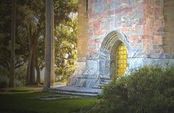 神秘城堡的入口 库存照片