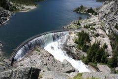 神秘的湖水坝。 免版税库存图片