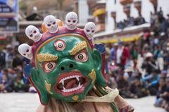 神秘的面具的西藏佛教喇嘛执行一个礼节Tsam舞蹈 Hemis修道院,拉达克,印度 库存照片