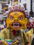 神秘的面具的西藏佛教喇嘛执行一个礼节Tsam舞蹈 Hemis修道院,拉达克,印度 免版税图库摄影