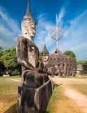 神话和宗教雕象在Wat Xieng Khuan菩萨停放 老挝 免版税库存图片
