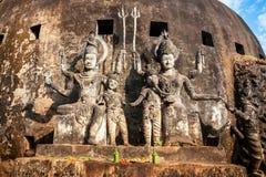 神话和宗教雕象在Wat Xieng Khuan菩萨停放 免版税库存图片