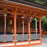 神道的信徒的寺庙细节在京都,日本 库存照片