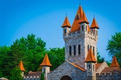 神仙的古老城堡在夏天 免版税库存图片