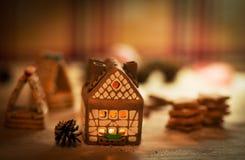 神仙的圣诞节房子蛋糕 免版税库存图片