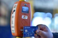 票在圣彼德堡无轨电车的自动售货机 免版税图库摄影