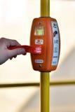 票在圣彼德堡无轨电车的自动售货机 免版税库存照片